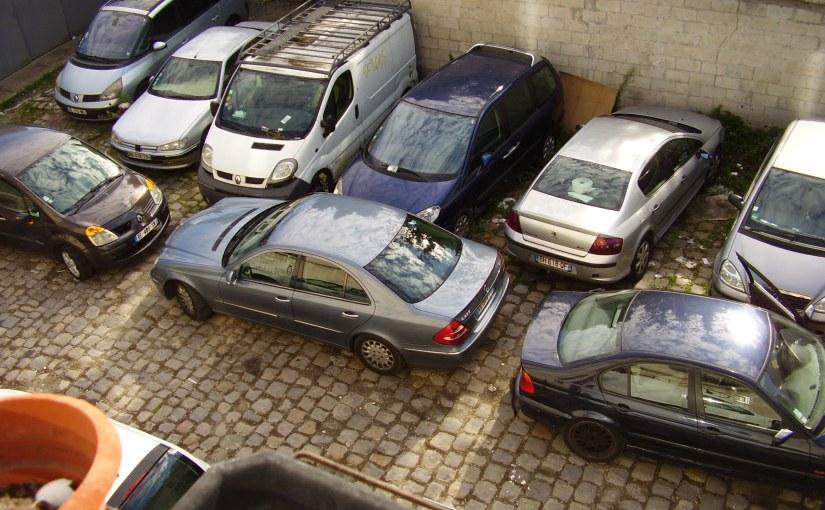 Le problème des voitures dans lacour